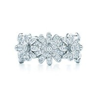 Tiffany & Co. -  Jean Schlumberger Daisy Ring in platinum with diamonds.