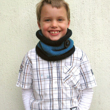 Knit Scarf, Kids cowl, Navy and Blue neckwarmer with Navy button, Gift for him, Boy's scarf, Hand Knit Cowl, Toddler's Cowl