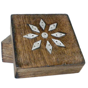 Small Wooden Stash Box With Metal Daisy Design - Wooden Trinket Box, Vintage Stash Box, Wood Trinket Box, Wood Stash Box, Vanity Box