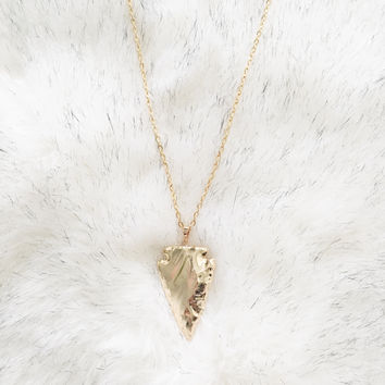 An Arrowhead Necklace in Gold