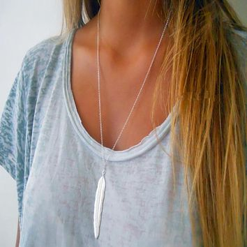 Simple Feather Pendant Necklace