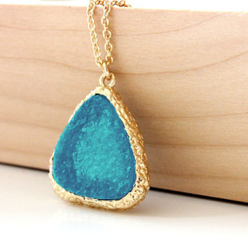Druzy pendant sea blue on gold chain