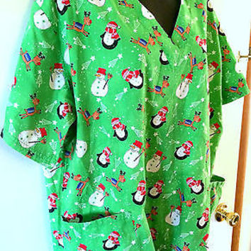 Womens UA Scrubs Top Sz XL SS Green Penguins Snowmen Reindeer Christmas Trees