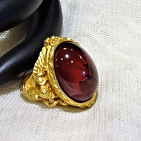 Vintage Elizabeth Taylor for Avon  Gilded Age Collection  Faux Ruby and Cherub Ring