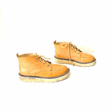 vintage chukka boots / yellow foam PLATFORM lace up OXFORDS ankle desert booties hiking boots