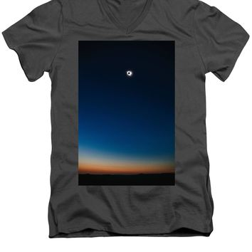 Solar Eclipse, Syzygy, The Sun, The Moon And Earth - Men's V-Neck T-Shirt