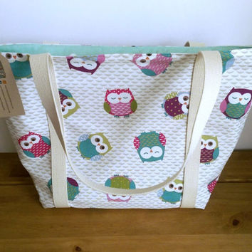 Owl shoulder bag with a full length zip lined in a sea foam polka dot - ideal knitting, shopping or beach bag. Everyday tote bag.