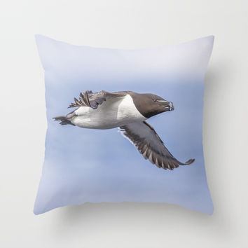 Razorbill in flight Throw Pillow by Peaky40