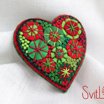 Happy heart. Green Red Felt brooch. Christmas Gift. Hand-made. Hand embroidery. French knot. Gift for her. Holiday fireworks.