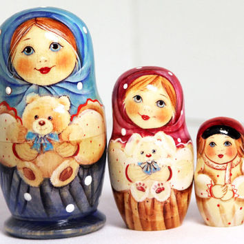 Russian nesting dolls child with teddy bear kod940