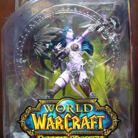World of Warcraft Series 5 Night Elf Hunter Alathena Moonbreeze w/ Sorna Action Figure