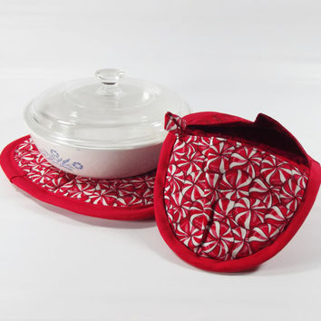 Inventory sale - Red peppermint pot pincher set - oven hot pads - red and white hot pad set - heavy duty pot pinchers - Christmas in July