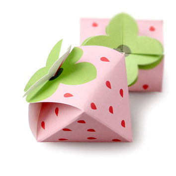 5 x Candy box / Pink Strawberry Gift boxes / paper box / chocolate box / cookie box / gift boxes / craft box / Small size strawberry boxes /
