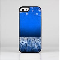 The Snowy Blue Wooden Dock Skin-Sert Case for the Apple iPhone 5/5s