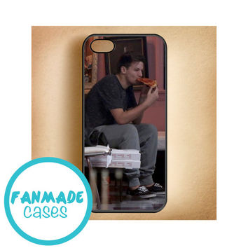 Louis Tomlinson eating pizza iPhone 4/4s 5/5s/5c & iPod 4/5 Rubber Case