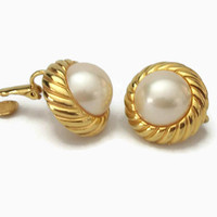 Marvella Faux Pearl Cabochon Gold Tone Clip On Earrings Vintage Signed Button Clip Ons Textured Ribbed Swirl Gold Domed Imitation Pearl
