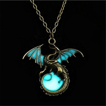 QIYIGE Fashion Vintage Fighting Game Of Thrones Dragon Shape Necklaces Glowing In The Dark For Amulet Sweater Chain Gift