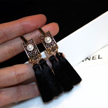 Women Exaggeration Retro Pearl Tassel Eardrop Temperament Palace Style Long Section Stud Earring