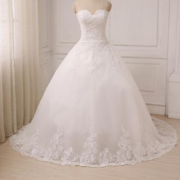 White Ivory Sweetheart Sleeveless Wedding Dresses Applique Tulle Ball Gown Wedding Gowns Court Train