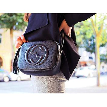 Gucci sells lady's double G single shoulder fringed bag Black