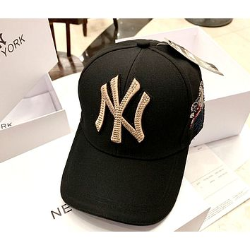 MLB street fashion men and women models embroidered letters men and women baseball caps black