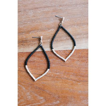 Thin Gold Thread Earring