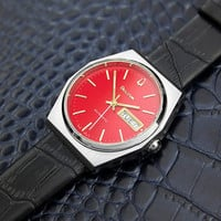 Mens Vintage Swiss Bulova Day Date Automatic Dress Watch with Red Dial c. 1970s