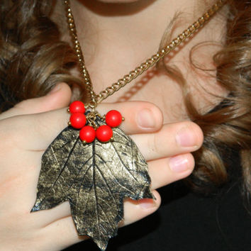 Leaf Berry Pendant-Clay berries jewelry-Polymer clay-Leaves jewelry-Viburnum-Fall-Red-Forest-Autumn-Clay jewelry-Golden-botanical-Woodland