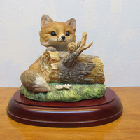 1986 HOMCO BABY FOX FIGURINE ON WOODEN BASE