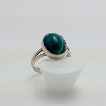 Sterling Silver Ring with Green Sardonyx Oval Cabochon in a Split Band