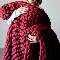 Chunky knit Blanket. Knitted blanket. Merino Wool Blanket. . Extreme Knitting, burgundy blanket