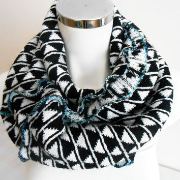 Men's Infinity Scarf, Black and White Men's Scarves, Men's circle scarf, Scarf Black Men, Unisex Scarf, Men's Fashion, Men's Christmas Gifts