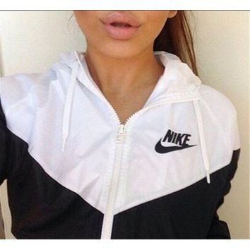 shosouvenir :Nike Women Favorite Hooded Black/White Sweatshirt Jacket Coat Windbreaker Sportswear