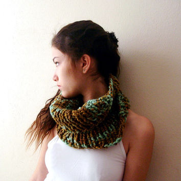 Bravn and green knit cowl