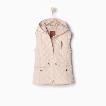 QUILTED WAISTCOAT WITH HOOD DETAILS