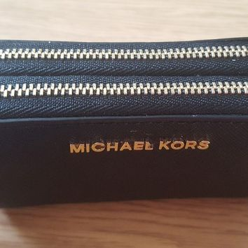 MICHAEL KORS BLACK LEATHER TRAVEL DOUBLE ZIP CARD HOLDER PURSE