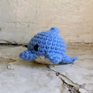 Crochet cute little dolphin, amigurumi dolphin, amigurumi fish plush, cute crochet fish toy, amigurumi animal doll, amigurumi keychain