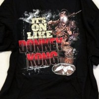 """Duck Dynasty Shirt-- Duck Commander Shirt-- Si Robertson-- """"IT'S ON LIKE DONKEY KONG"""" -- Duck Commander Logo On The Front Of The Shirt (Small, Black """"IT'S ON LIKE DONKEY KONG"""")"""