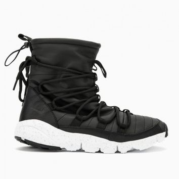 Footscape Route Sneakerboot from the Nike quick strike collection in black and white