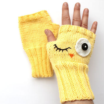 Crazy Owl . Yellow Owl Arm Warmers. / Spring Trend // Knitting Fingerless Gloves . Winter Fashion . Love . Winter . Etsyxo . Eye.