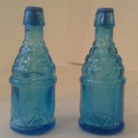 Salt & Pepper Shaker Set Blue Glass Grape Wine Bottle Vintage Taiwan