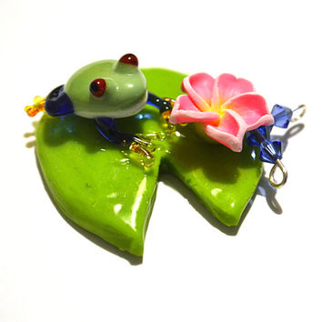 glass blown frog, glass frog pendant, glass blown pendant, glass blown jewelry, flower frog, glass collectibles, blue and red frog