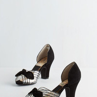 Vintage Inspired Just Be Cosmopolitan Heel in Noir