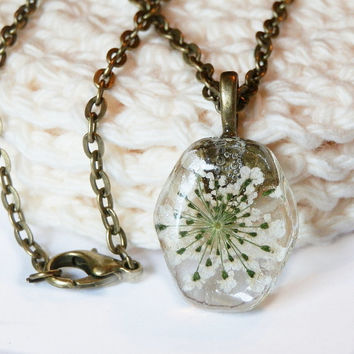 White Queen Anne Lace Resin Pendant Necklace - White Flower Resin Necklace - White Pressed Flower Necklace - White Flower Pendant - White