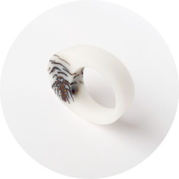 Frosted strobili ring, white