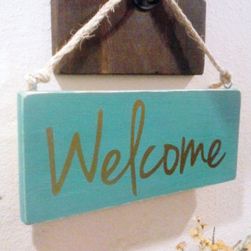 Distressed Rustic Wood Welcome Sign - Colorful