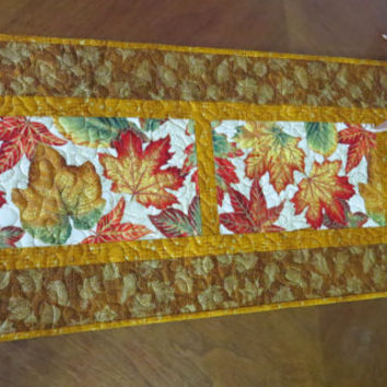 Quilted Fall Table Runner - Autumn Leaves Gold 493