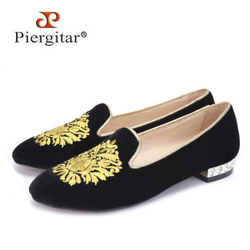 new gold flower embroidery women velvet shoes with rhinestone heel Fashion women Casual loafers women's flats