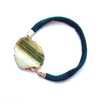 Fabric friendship bracelet with green agate - One of a kind textile jewel from Bfriend collection