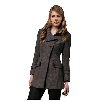 Women's Wool Coat with Three Buttons